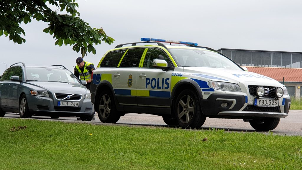 Vadsbovägen i Skövde. Poliskontroll.
