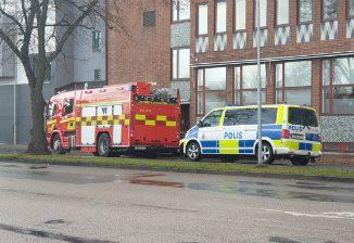 Brandbil och polisbil vid Skövde Resecentrum - Skövde city news