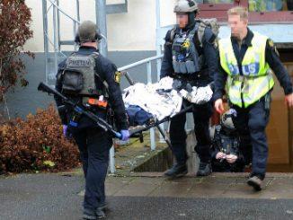 Polisen övar på Trängen i Skövde.