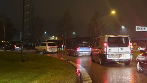 Trafik vid Timboholmsrondellen i Skövde