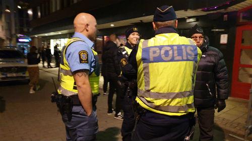 Poliser vid S:t Sigfrids gata i Skövde