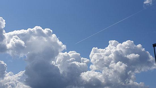 Himmel med fint väder